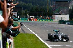 Ganador de la carrera Nico Rosberg, híbrido de Mercedes AMG F1 W07