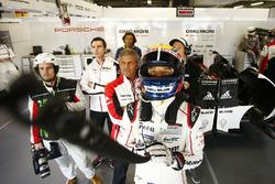 Mark Webber, Porsche Team, Fritz Enzinger, Vice President LMP1, Porsche Team