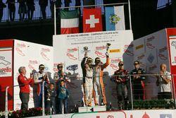 Podio Gara 1 Super GT3: al secondo posto Frassineti-Gattuso, Ombra Racing, i vincitori Venturi-Gai, Black Bull Swisse Racing, al terzo posto Mapelli-Vanthoor, Audi Sport Italia
