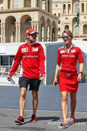 Sebastian Vettel, Ferrari; Britta Roeske, Pressesprecherin
