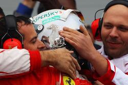 Sebastian Vettel, Ferrari fête sa deuxième place dans le Parc Fermé