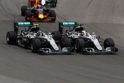 Lewis Hamilton, Mercedes AMG F1 W07 Hybrid and team mate Nico Rosberg, Mercedes AMG F1 W07 Hybrid at