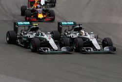 Lewis Hamilton, Mercedes AMG F1 W07 Hybrid and team mate Nico Rosberg, Mercedes AMG F1 W07 Hybrid at