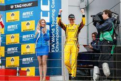 Podium: Sieger Nicky Catsburg, LADA Sport Rosneft, Lada Vesta