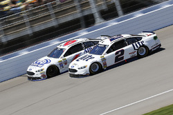 Brad Keselowski, Team Penske, Ford; Trevor Bayne, Roush Fenway Racing, Ford