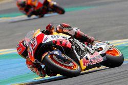 La moto de Marc Marquez, Repsol Honda Team, endommagée après sa chute