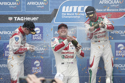 Podium: race winner Rob Huff, Honda Racing Team JAS, Honda Civic WTCC, second place Norbert Michelis