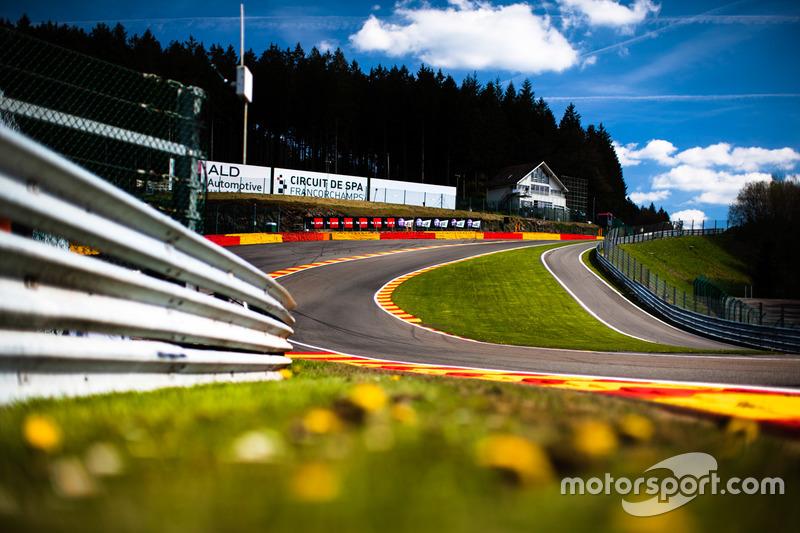Circuito De Spa Francorchamps : Circuit de spa francorchamps: eau rouge at spa francorchamps