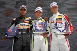 Rookie_Podium: 1. Lando Norris, Carlin Dallara F317 - Volkswagen; 2. Jehan Daruvala, Carlin, Dallara