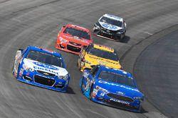 A.J. Allmendinger, JTG Daugherty Racing Chevrolet, David Ragan, Front Row Motorsports Ford, Matt DiB