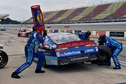 Эллиот Сэдлер, JR Motorsports Chevrolet на пит-стопе