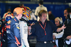 Pole sitter Lewis Hamilton, Mercedes AMG F1 and Max Verstappen, Red Bull Racing, Davide Valsecchi, S