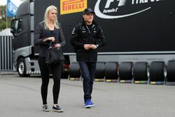 Valtteri Bottas, Mercedes AMG F1, mit Ehefrau Emilia Pikkarainen (FIN)