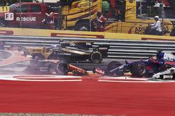 Daniil Kvyat, Scuderia Toro Rosso STR12, Fernando Alonso, McLaren MCL32, Max Verstappen, Red Bull Ra