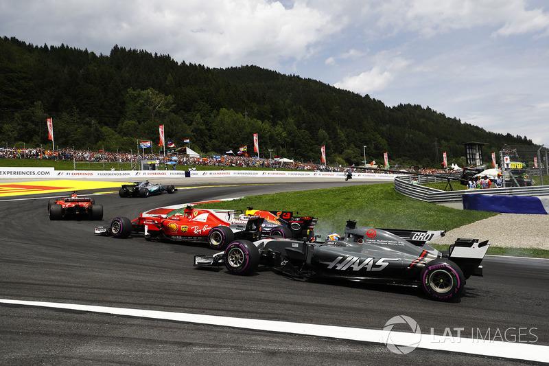 Daniel Ricciardo, Red Bull Racing RB13, Kimi Raikkonen, Ferrari SF70H, Romain Grosjean, Haas F1 Team VF-17