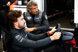 Fernando Alonso, McLaren, se teste en virtuel