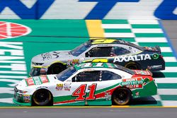 Kevin Harvick, Stewart-Haas Racing Ford and William Byron, JR Motorsports Chevrolet