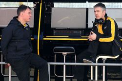 Alan Permane, Renault Sport F1 Team Trackside Operations Director and Nick Chester, Renault Sport F1