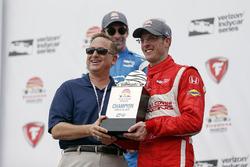 Race winner Sébastien Bourdais, Dale Coyne Racing Honda getting trophy
