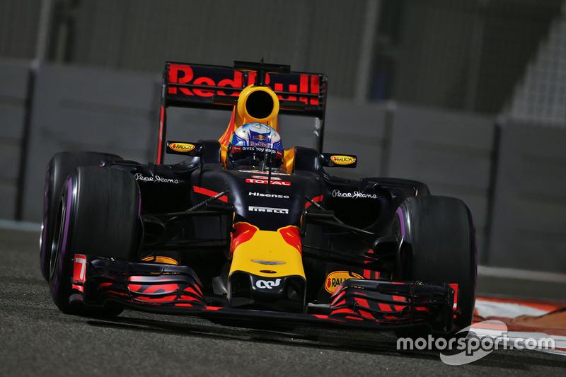 A mudança de companheiro de equipe não abalou Ricciardo, que terminou à frente de Verstappen não somente em Abu Dhabi como no ano.