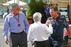 Chase Carey, voorzitter Formula One Group met Bernie Ecclestone en Christian Horner, teambaas Red Bu
