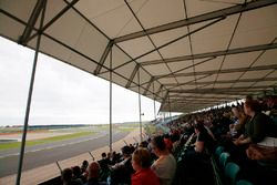 Fans watch an FW07 on track