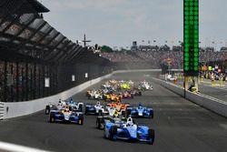 Start: Scott Dixon, Chip Ganassi Racing Honda leads