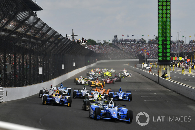 Start: Scott Dixon, Chip Ganassi Racing Honda leads