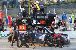 Christopher Bell, Kyle Busch Motorsports Toyota pit stop