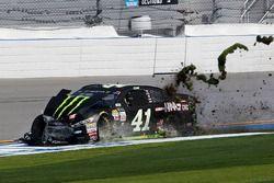 Kurt Busch, Stewart-Haas Racing Ford en problemas