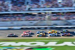 Kevin Harvick, Stewart-Haas Racing Ford, Kyle Larson, Chip Ganassi Racing Chevrolet, Ryan Blaney, Wood Brothers Racing Ford
