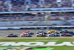 Kevin Harvick, Stewart-Haas Racing Ford, Kyle Larson, Chip Ganassi Racing Chevrolet, Ryan Blaney, Wo