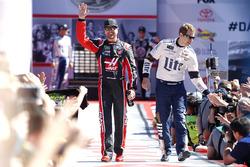 Kurt Busch, Stewart-Haas Racing Ford and Brad Keselowski, Team Penske Ford