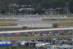 Elliott Sadler, JR Motorsports Chevrolet and Ryan Reed, Roush Fenway Racing Ford