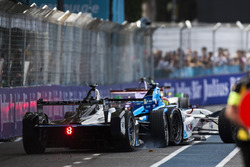 Crash: Stéphane Sarrazin, Venturi en Robin Frijns, Amlin Andretti Formula E Team