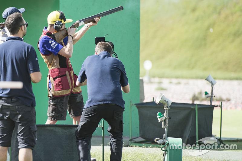Valentino Rossi saat pra-event di Losail Shooting club