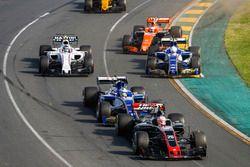 Кевин Магнуссен, Haas F1 VF-17, Маркус Эрикссон, Sauber C36, Антонио Джовинацци, Sauber C36, Стоффел