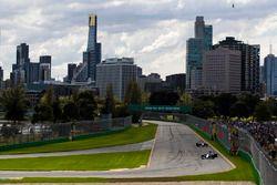 Antonio Giovinazzi, Sauber C36 y Carlos Sainz Jr., Scuderia Toro Rosso STR12