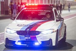 لوريس كابيروسي يقود سيارة الأمان
