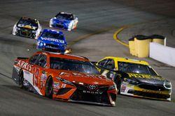 Даниэль Суарес, Joe Gibbs Racing Toyota и Тревор Бейн, Roush Fenway Racing Ford