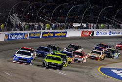 Brad Keselowski, Team Penske Ford, Ricky Stenhouse Jr., Roush Fenway Racing Ford restart