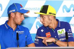 Алекс Ринс, Team Suzuki MotoGP, и Валентино Росси, Yamaha Factory Racing