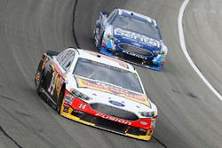 Clint Bowyer, Stewart-Haas Racing Ford and Danica Patrick, Stewart-Haas Racing Ford