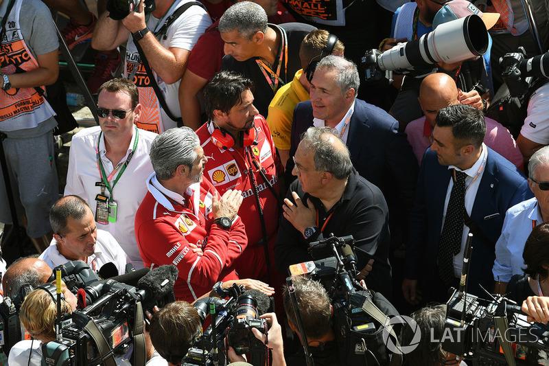 Керівник команди Ferrari Мауріціо Аррвабене, генеральний директор FIAT Серджіо Маркіонне
