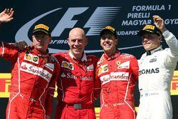 1. Sebastian Vettel, Ferrari, 2. Kimi Raikkonen, Ferrari, 3. Valtteri Bottas, Mercedes AMG F1, mit
