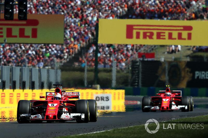 Il vincitore della gara Sebastian Vettel, Ferrari SF70-H, il secondo classificato Kimi Raikkonen, Ferrari SF70-H