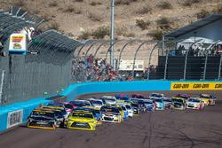 Restart: Denny Hamlin, Joe Gibbs Racing, Toyota, führt