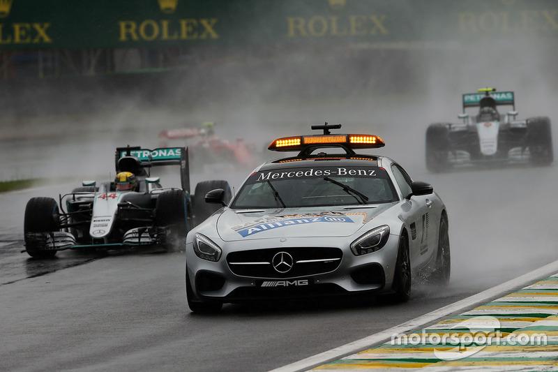 Lewis Hamilton, Mercedes AMG F1 W07 Hybrid y el Safety Car