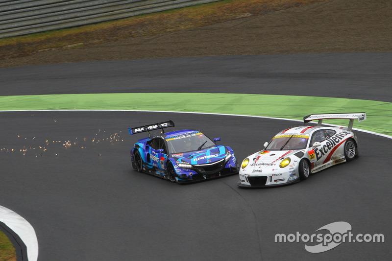 #100 RAYBRIG NSX CONCEPT-GT, #33 Excellence Porsche