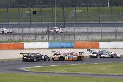 Crash, #36 bigFM Racing Team Schütz Motorsport, Porsche 911 GT3 R: Alex MacDowall, Klaus Bachler und